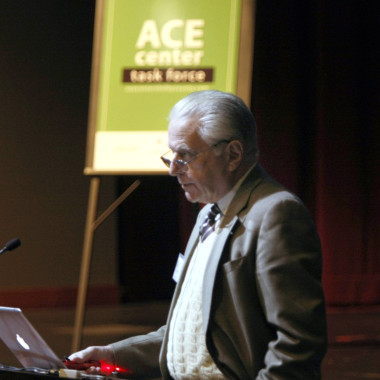 Dr. Vince Felitti, co-investigator of the 1995 ACE Study, compares Shelby County survey results to his original findings at the January 2015 forum.